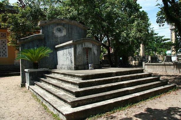 ファン・ボイ・チャウの墓(フエ郊外)